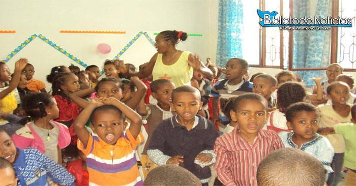 Cesa la guerra en Etiopía: niños musulmanes y cristianos asisten juntos a la escuela