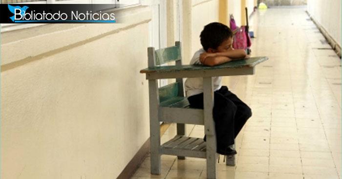"""Profesor aisla a niño con cáncer para que sus compañeros no se """"contagien"""""""