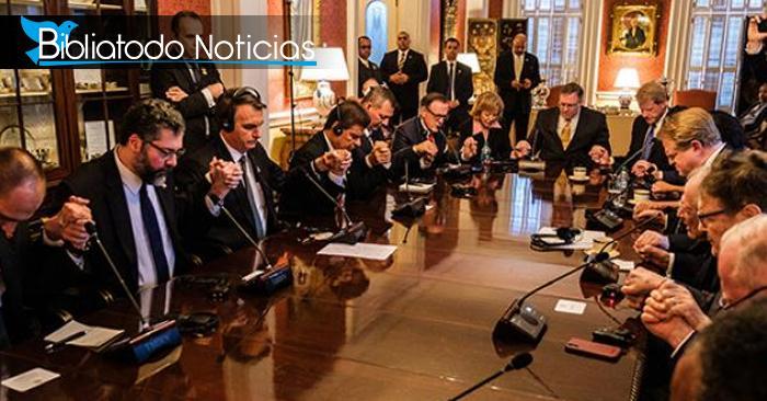"""Bolsonaro en EE:UU: Una reunión política terminó en una """"poderosa oración"""""""