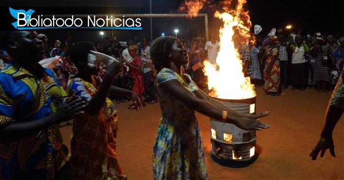 Africanos queman objetos de hechicería en poderosa cruzada evangelística