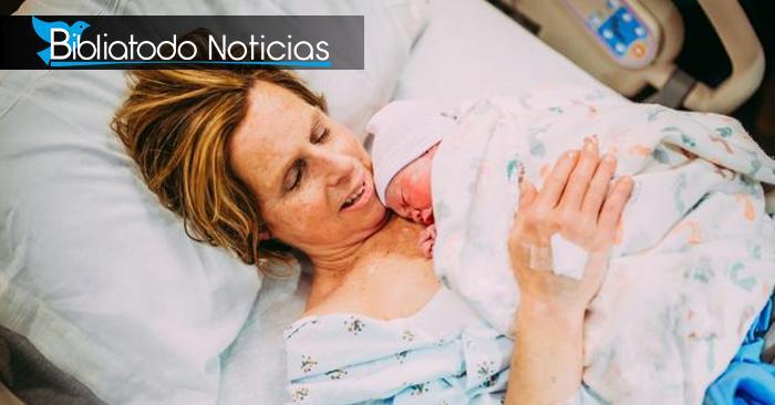¡INSÓLITO! Mujer da a luz a su propia nieta para cumplir sueño de su hijo