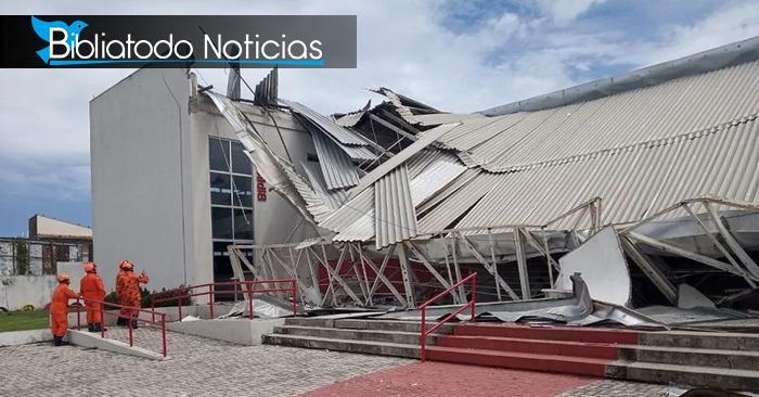 ¡Milagro! 90 jóvenes sobreviven a caída fatal de un techo de su escuela mientras hacían oración