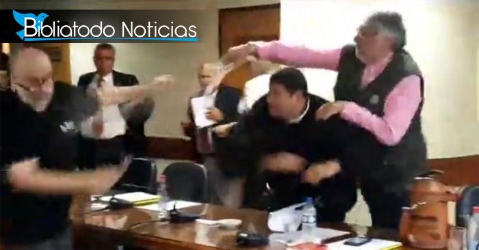 """Senador enciende trifulca en Senado de Paraguay porque un hombre quiso """"agradecer a Dios"""""""
