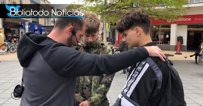 Jóvenes ateos viven gran encuentro con el Espíritu Santo en las calles de Londres