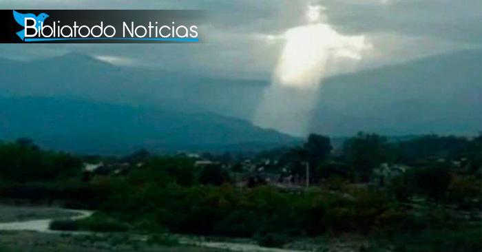 """Mujer asegura ver a """"Jesús brillando en los cielos"""" causando conmoción en Argentina"""