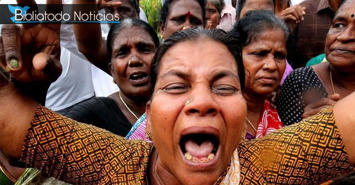Castigan a dos mujeres golpeándolas y afeitándole sus cabeza públicamente por no dejarse violar