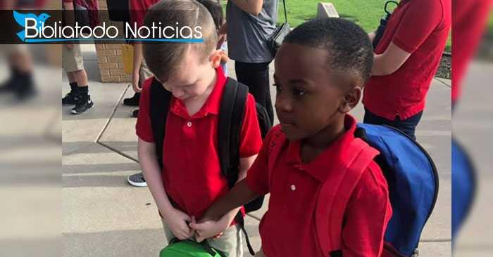 Hermoso gesto de un niño hacia un compañero autista se vuelve viral (FOTO)
