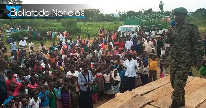 Brujos aceptan a Cristo en una campaña evangelistica realizada por soldados de Uganda