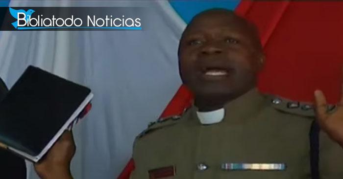 Policia cristiano utiliza método inusual para erradicar la delincuencia en Kenia.