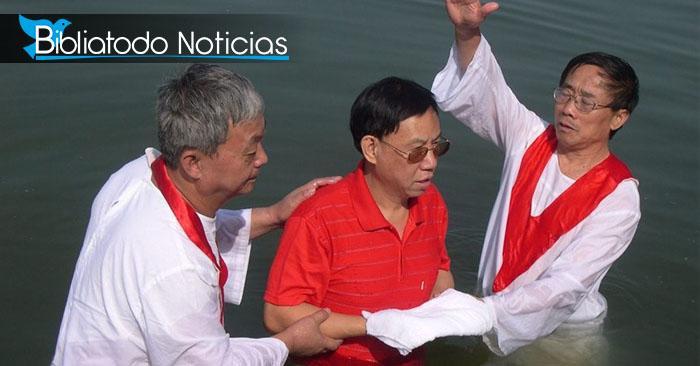 Nuevo reglamento chino prohíbe bautismos para detener el cristianismo en el país
